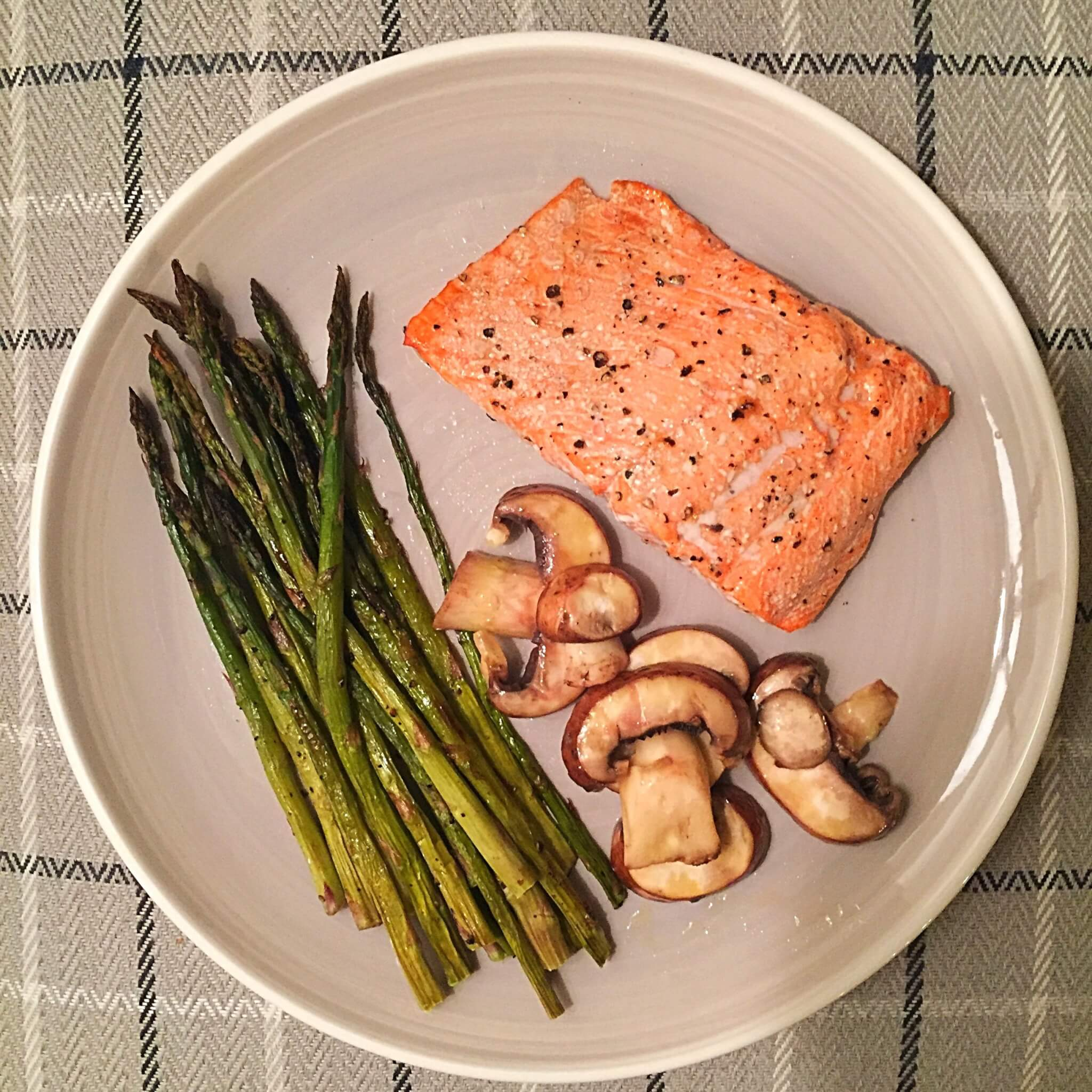 Salmon with Mushrooms and Asparagus